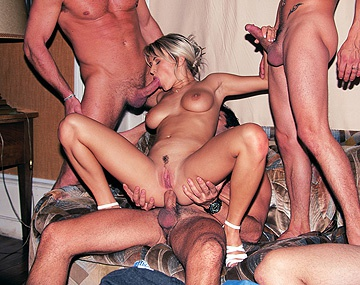 Private  porn video: Het loedertje Meridian in een gangbang