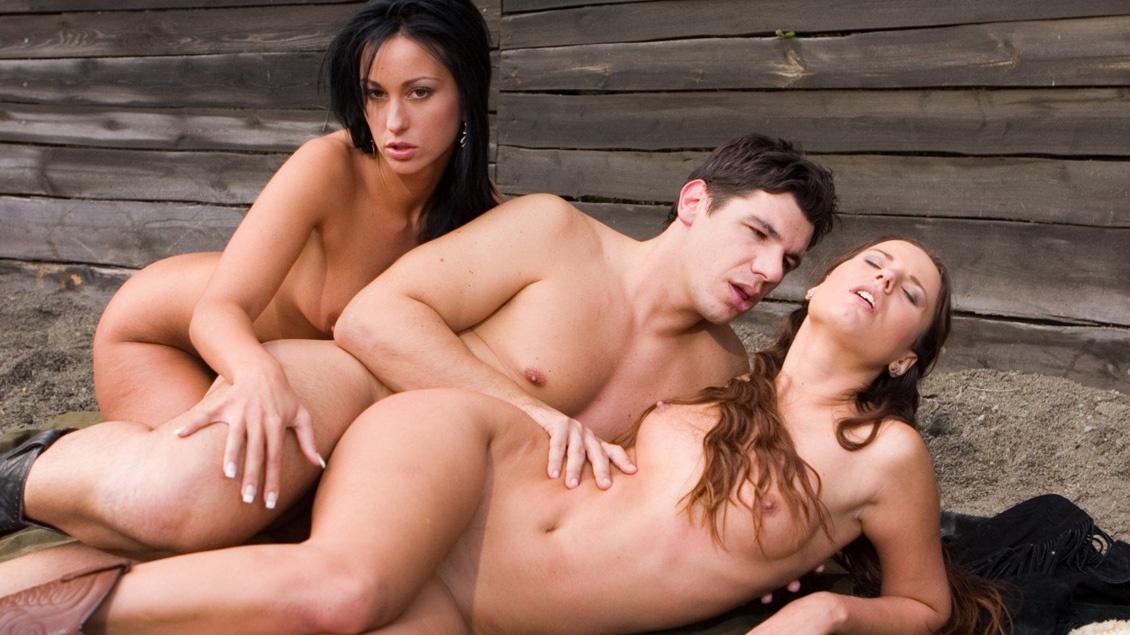 Je zult maar opgezadeld zitten met Claudia Rossi en Simonne in dit FFM triootje