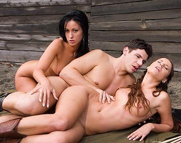 Private  porn video: Lésbico de Claudia Rossi y Simonne Style rematado con un pollazo en el culo