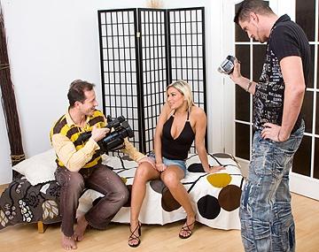 Private HD porn video: In een MMF trio pijpt Vanessa Jordin zo hard dat ze onder het zaad komt te zitten