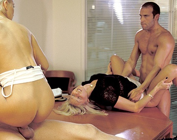 Private  porn video: Cristina, Kata Lynn y Nicole Thomson, unas secretarias muy calientes