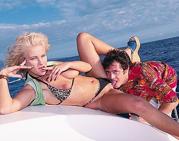 Private  porn video: Sur ce bateau, elle suce et se prend une éjac faciale
