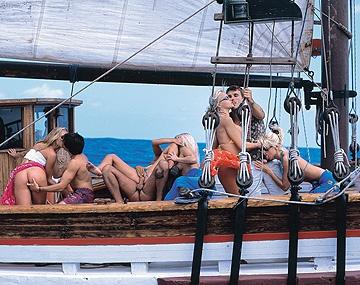 Private  porn video: Alexa, Maria, Sandra y Tina montan una súper orgía en el bote de sus amigos