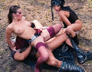 Private  porn video: Vom einem harten, dicken Prügel werden drei geile Luder tief in den Arsch gefickt
