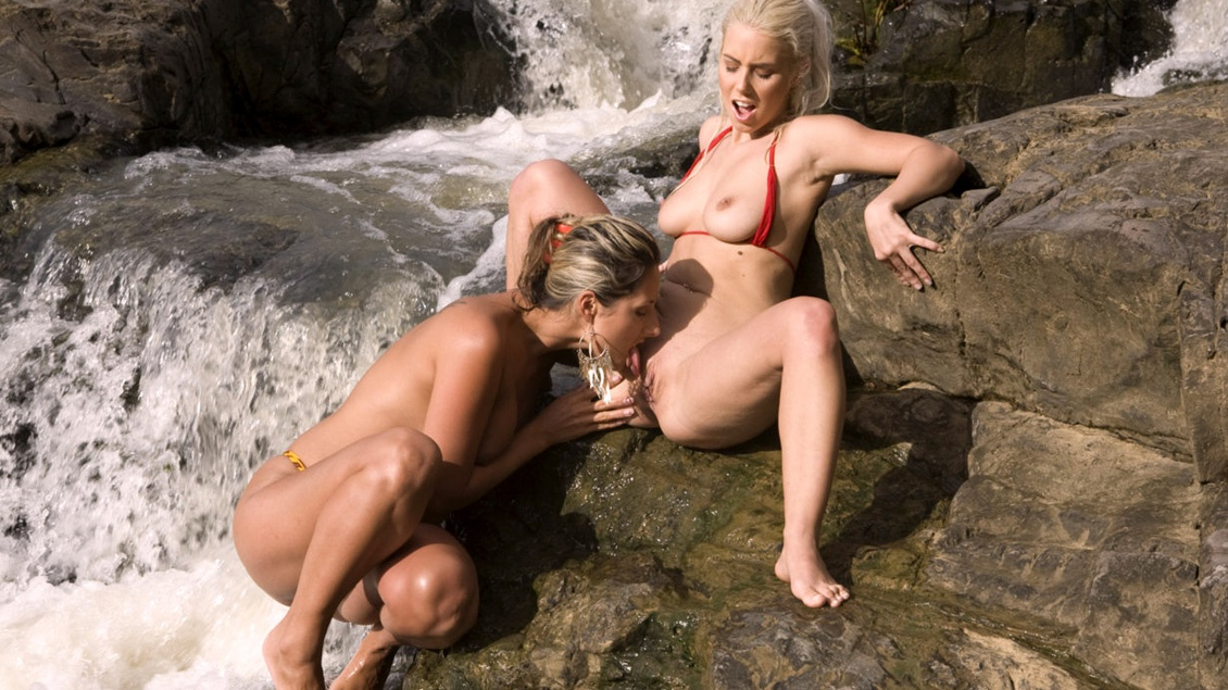 En el río tropical a Nesty y Daria Glower les dio por el sexo oral