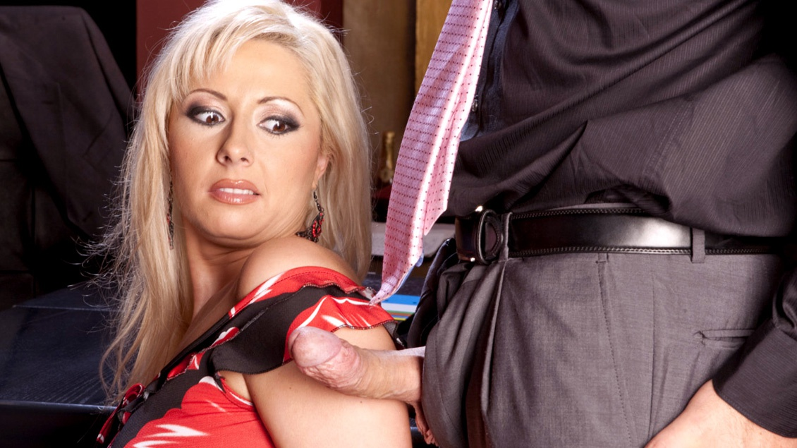 Secretary Daria Glower Celebrates with Boss by Giving Him a Blowjob