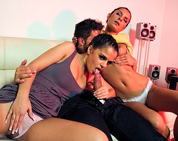 Private HD porn video: Black Angelika et Lucy Belle se masturbent avant de se faire baiser