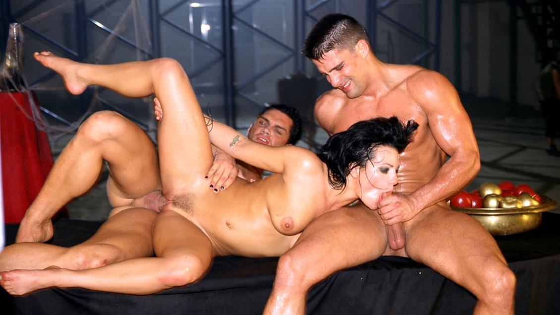 Belladonna, Sophie, Nacho en Toni hebben met z'n vieren kinky sex