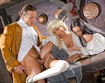 Private  porn video: Nikky et Valentina se font troncher en costumes d'époque