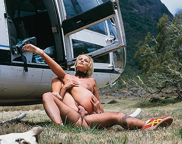 Private  porn video: Tina Wagner, la chupa en el helicóptero y en vuelo y le da al anal cuando tocan suelo