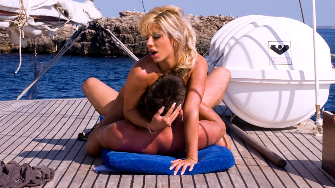 Sexy Sandra Parker Takes a Boat Trip and Ends up Getting Butt Fucked