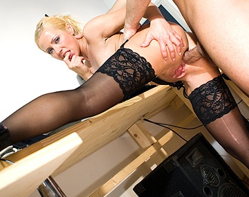 Private  porn video: Romance au bureau pour Vera