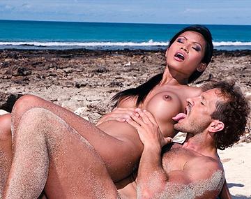 Private HD porn video: Sexy Aziatische Priva heeft meer dan één reden om deze kerel te plezieren