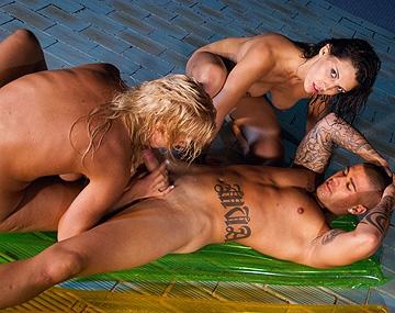 Private HD porn video: Laia Prats, Michelle Soleil y Sara Rey, españolas enculadas en la piscina por un rabo de buena ley