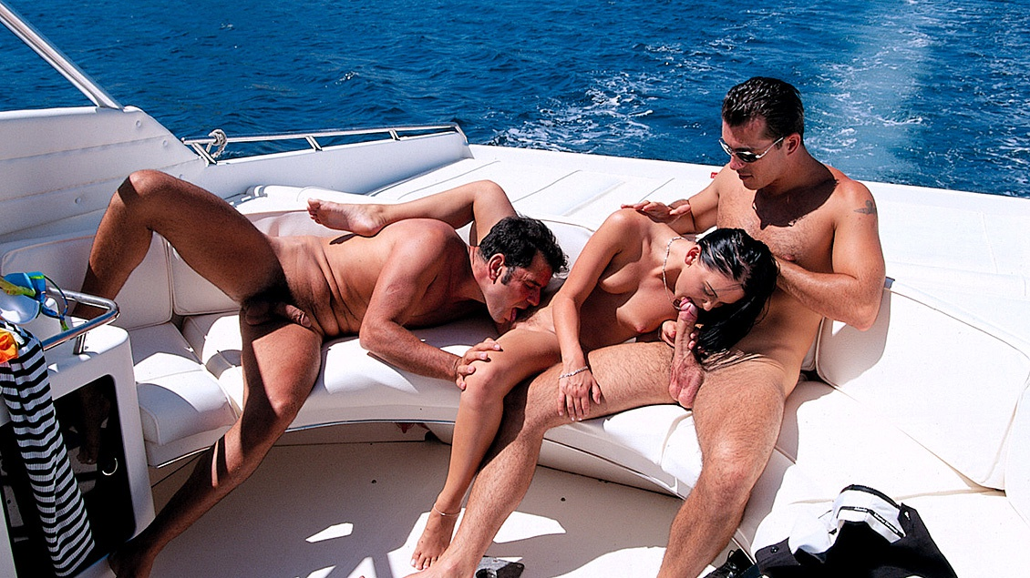 Kristina Bella Has a MMF Threeway with a DP on Back of Speeding Boat
