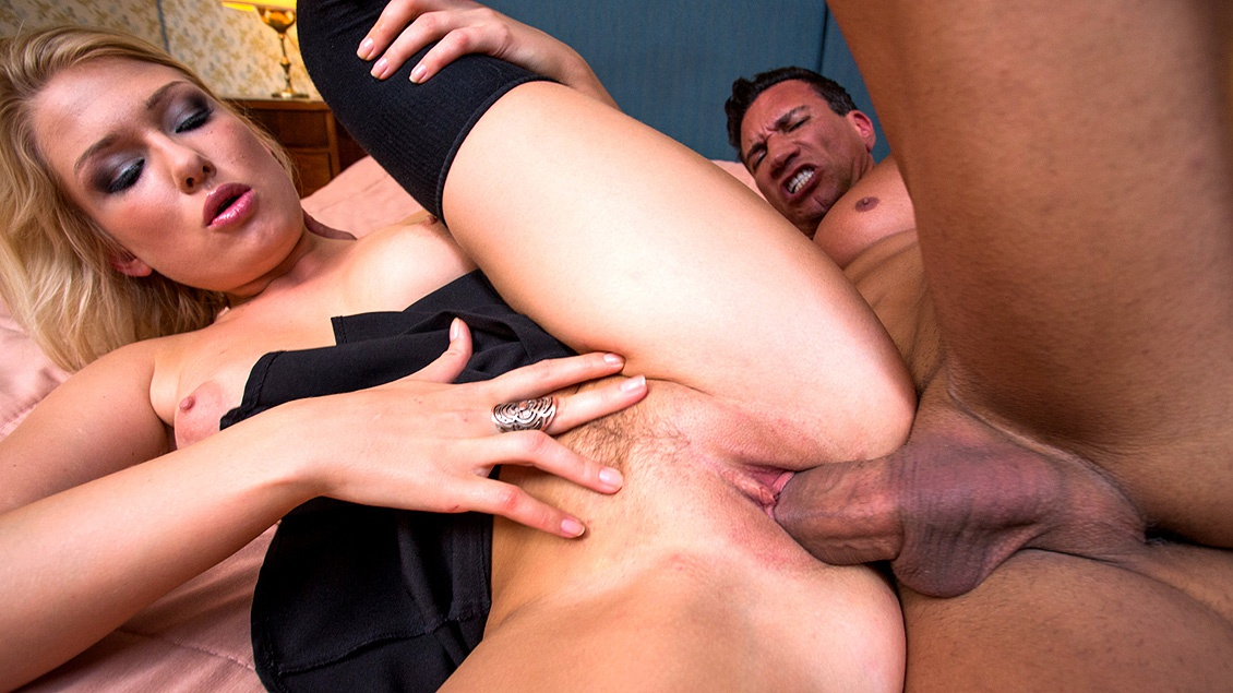 Lucy Heart Does Anal to Pay Her Hotel Bill