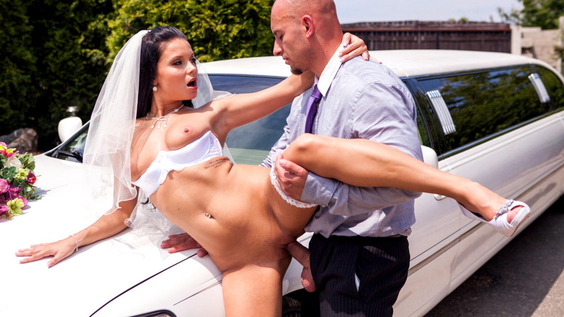 Victoria Blaze In Here Cums The Bride