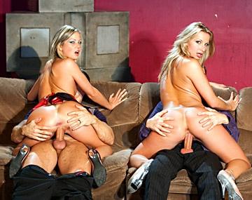 Private  porn video: Nika y Francesca Fellucci en el privado de la discoteca se montan una orgía mientras suenan las greecas