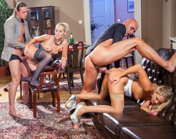 Private HD porn video: A Barra Brass, Jenny Simons y Klarisa Leone una orgía en navidad es lo que más les pone