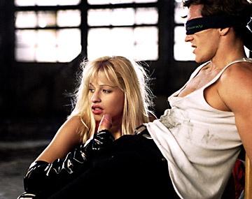 Private  porn video: Amanda Parker et Natasha se font baiser dans un entrepot abandonné