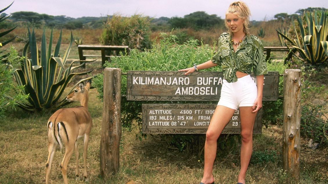 Yelena s'arrête dans un safari pour se faire enculer
