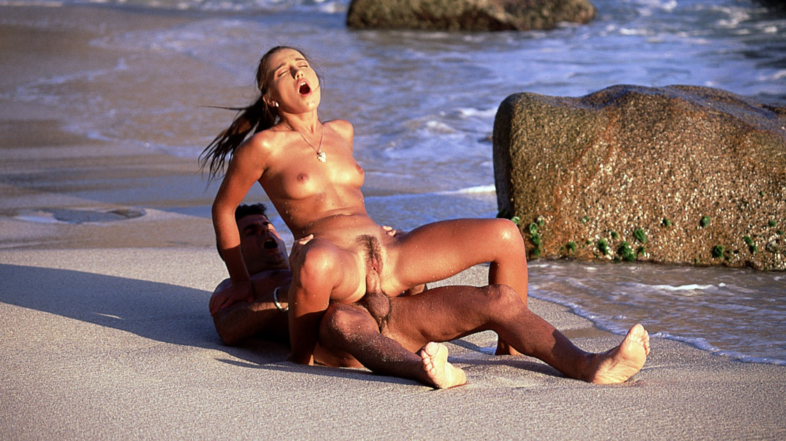 Melanie Has Hardcore Oral and Anal Sex on the Beach with Her Man