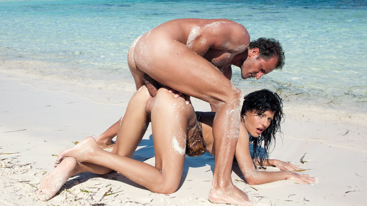 Brunette Veronica on the Beach Getting Her Pussy Filled