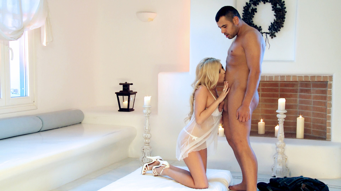 Blonde Donna Bell Has Anal Sex While Her Two Voyeur Friends Look On