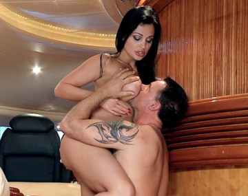 Private HD porn video: De geweldige Aletta Ocean wordt geneukt in haar vochtige kutje en in haar nauwe kontje