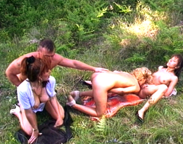 Private  porn video: Grass stains