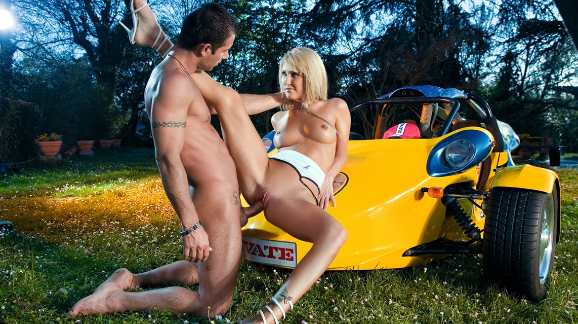 Hot Blonde Jessica Gets Fucked outside on the Grass and Tastes Cum