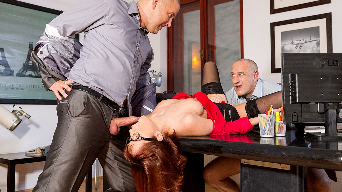 Sexy Secretary Tina Goes down on the Boss and Fucks Him Too