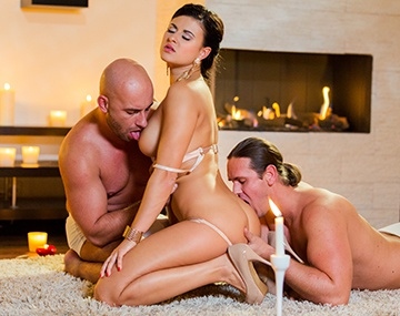 Private HD porn video: Billie Star hat geilen Dreier und Analsex zum Valentinstag
