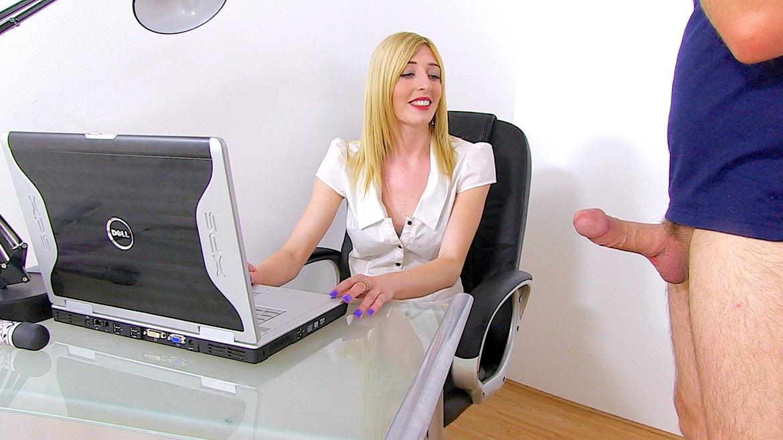Jessica Jensen, la secretaria busca un aumento de sueldo
