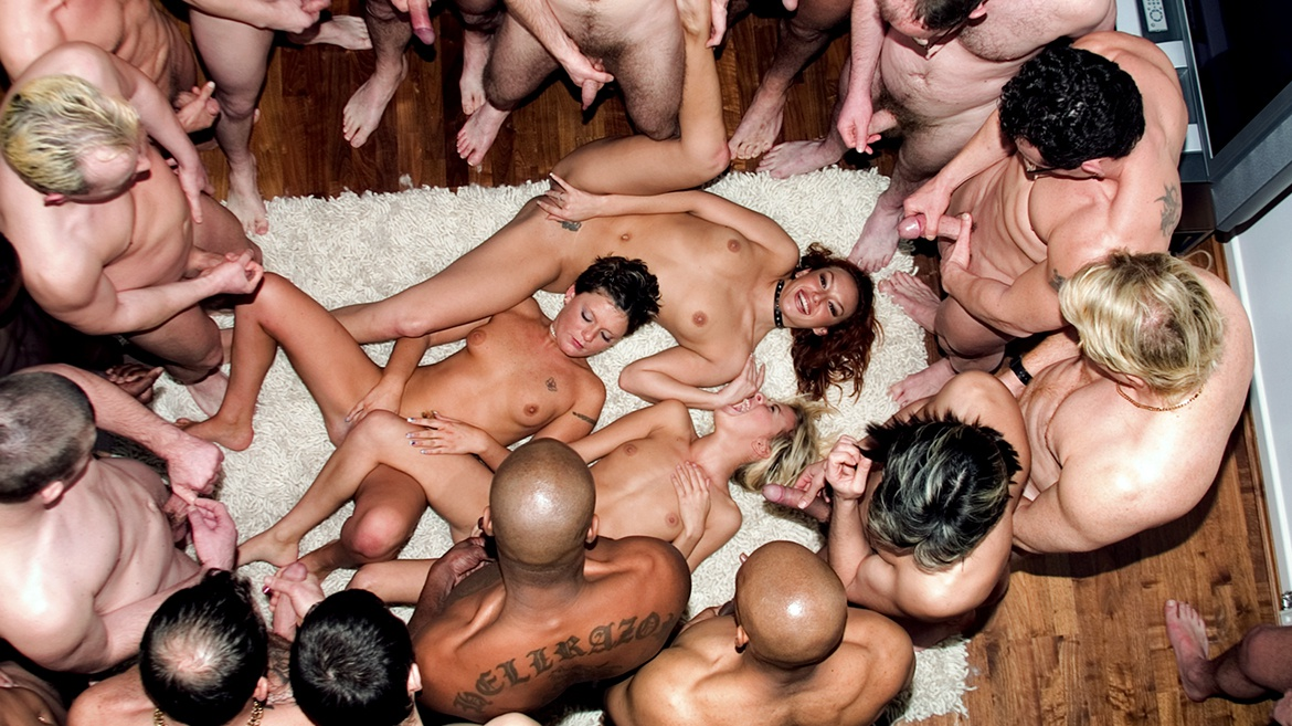 A hot Lesbian Fourway Turns to a Big and Sticky Bukkake Gangbang