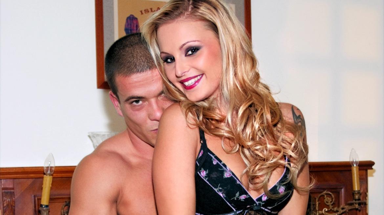 Liliane Tiger gibt ihrem Mann einen Blowjob und bekommt Facial