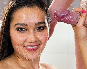 Private HD porn video: Teen Babe Dolce Vita reitet feucht und fröhlich ihre Muschi