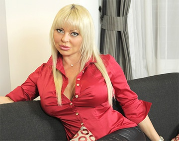 Private HD porn video: Fetisch Göttin Monique Covet im Private Interview