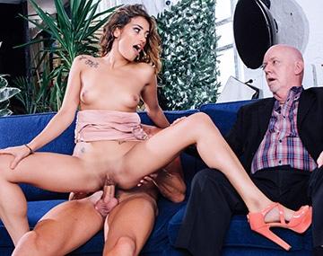 Private HD porn video: El marido cornudo de Penélope Cum disfruta viéndola follar con otro