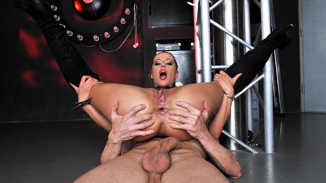 Amanda Plays with Her Sub