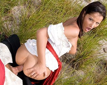 Private  porn video: Piratin Angel bekommt den dicken Schwanz vom Kapitän in Ihren engen Löchern zu spüren