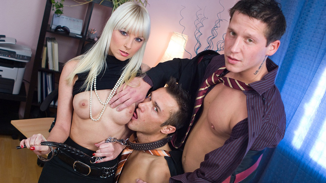 MMF Threesome with Lena Cova Giving Blow Job While Getting Licked