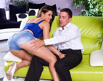 Private  porn video: Die geile Cindy wird geleckt, und reitet einen dicken Schwanz für einen saftigen Cumshot ab