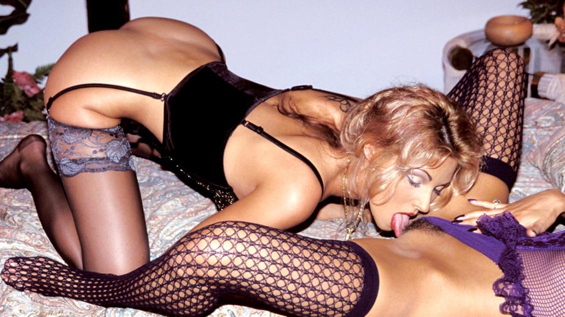 Isabella en Kata in sexy lingerie bevredigen een miljonair
