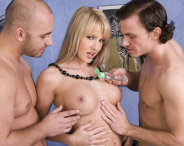Private HD porn video: Sarah Twain and Several of Her Girlfriends Do MMMF...