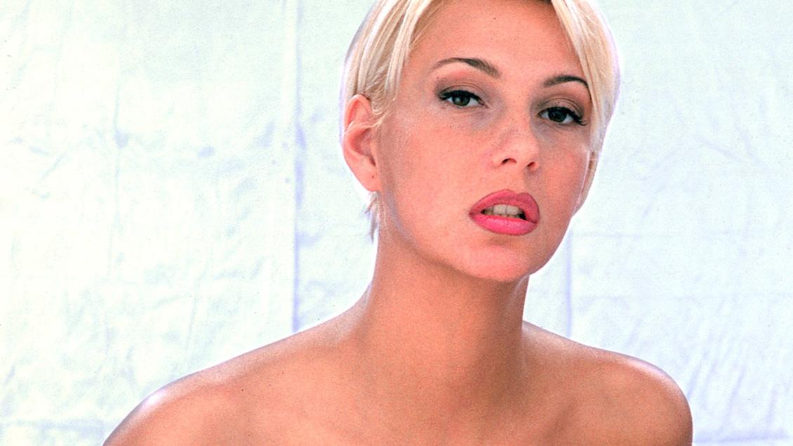 Carmen is een lingeriemodel die haar fotograven helemaal van slag krijgt