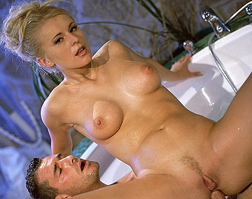 Private  porn video: Sandra Russo Takes a Bath with a Gentleman Who Fucks Her Tight Asshole