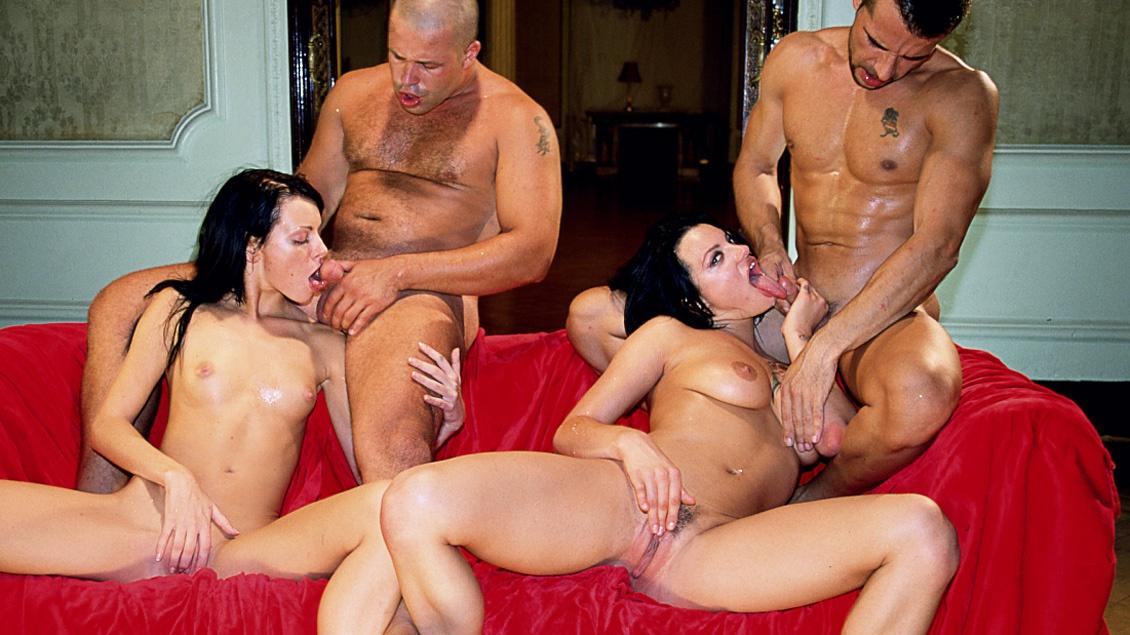 Partouze sur un canapé rouge avec Belladonna et Claudia