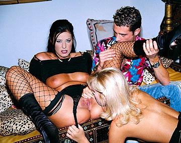 Private  porn video: Séance anale en trio pour Claudia Ferrari et Sarah Blue