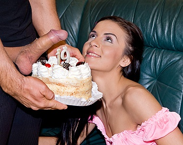 Private HD porn video: Diana Black cumple 19 y lo celebra con un creampie